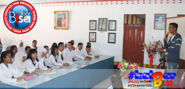 Nurdianto saat memberikan Motivasi kepada rekan-rekan remaja di SMA Adisucipto Kubu Raya